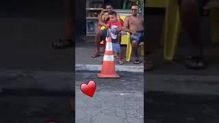 Criança dançando funk embrasando