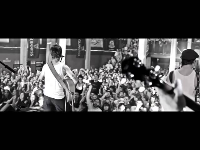 Video oficial de Vasos vacíos de La Maravillosa Orquesta del Alcohol (LA M.O.D.A)