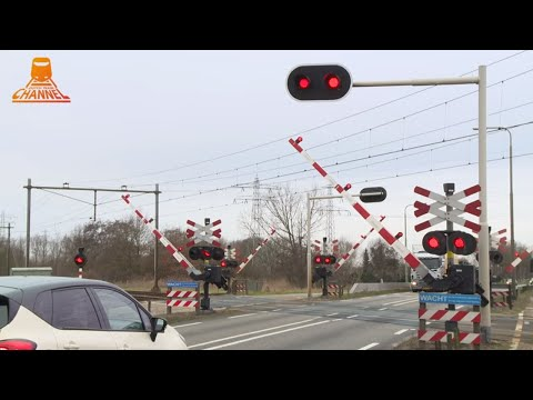DUTCH RAILROAD CROSSING  - Zwolle  - Hessenweg photo