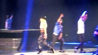 Britney Spears-Hit me baby one more time (live in chicago at circus tour)