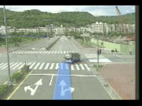 交通安全宣導教育影片09內輪差 - YouTube