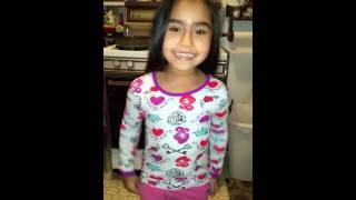 My Grandbaby sings Let it go in Spanish