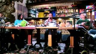 """Diogo Nogueira Cantando """"As Rosas Não Falam"""""""