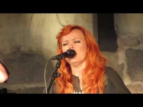 anna-puu-antaudun-kaustisen-folk-music-festival-2013-mrpongeli