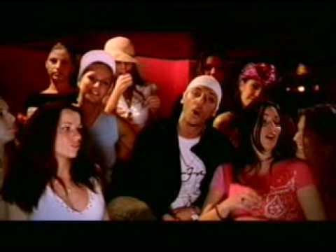 Symphonie Pour Un Dingue de K Maro Letra y Video