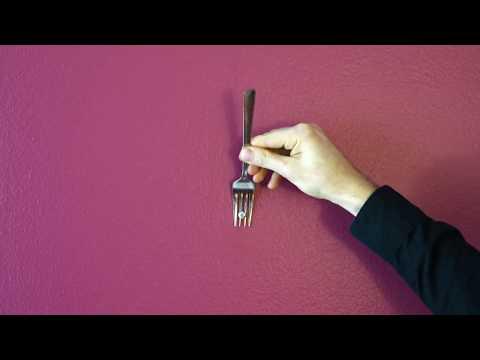Häng upp tavlan med hjälp av en gaffel
