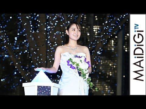"""葵わかな、純白ベアトップドレスで""""スノークィーン""""に 「けやき坂イルミネーション」点灯式"""