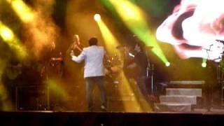 Leo cantando Pega Fogo Cabaré