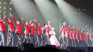"""concert kim รับแขก """"ผู้หญิงลั้ลลา"""" ฉบับ เจนนิเฟอร์ คิ้ม"""