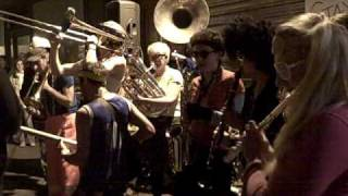 Bling Bling Brass Band - Derrick @ la folie en tête!
