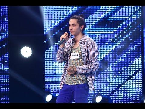 Flavius Enache interpretează o melodie proprie, la X Factor!