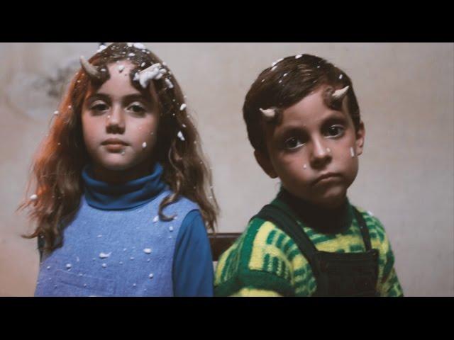 """Vídeo de la canción """"Ángeles Muertos"""" de A por ella Ray."""