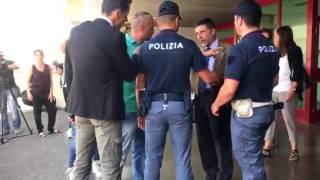 Mafia capitale, urla improvvise, avvocato Carminati portato via dalla polizia