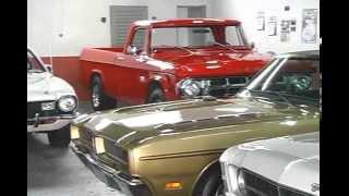 Jovem mantém coleção de carros antigos iniciada pelo pai