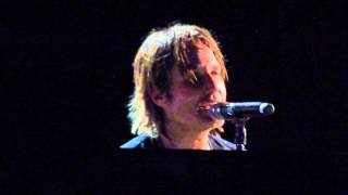"""Keith Urban on Piano """"Keep on Loving You""""  LIVE at West Palm Beach, Fl"""