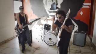 STRAGOS - Ojos De Noche - (Video Oficial)