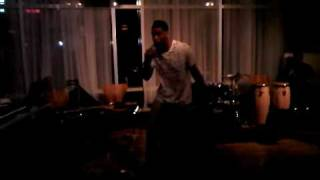 "Peter Manns aka Melodakid Performs ""Get it in"" at Verve lounge"