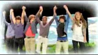 clipe de Natal com Jonas Brothers, Miley Cyrus, Demi Lovato e Selena Gomez....