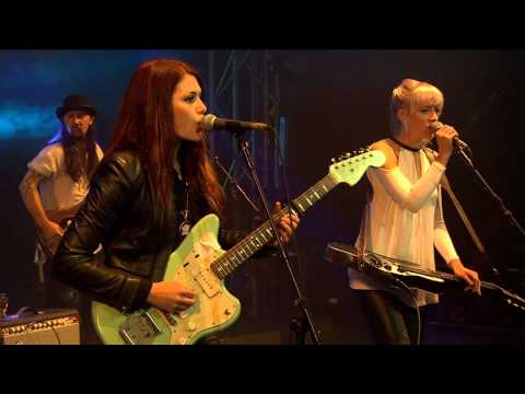 larkin-poe-when-god-isle-of-wight-festival-2015-live-isleofwightfestival