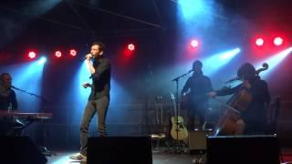 """Alex BEAUPAIN reprend """"L'amour en fuite"""" d'Alain SOUCHON au festival Tout Un Foin à Bayeux"""