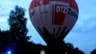 luchtballon land op de a28 balloon land on highway