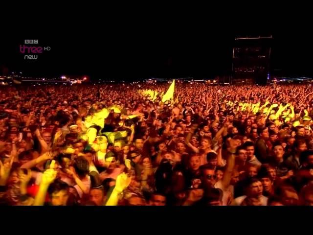"""Video de Arctic Monkeys cantando en concierto """"When the sun goes down"""" en el Festival Reading & Leeds"""