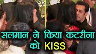 Sonam Kapoor Reception: Salman Khan KISSES Katrina Kaif INFRONT of MEDIA | FilmiBeat width=