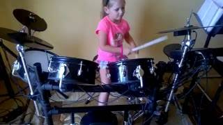 Perkusja 7 letnia dziewczynka.Cover Niewiara.