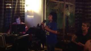 Renato singing Cheira A Lisboa .... Fado Popular
