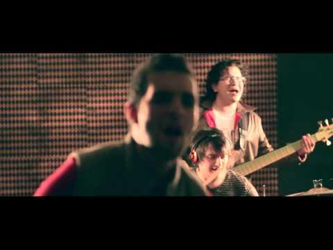 alkilados-esto-es-amor-video-oficial-alkilados-pura-playa