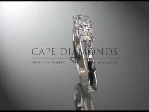 3 stone ring,round diamonds,3side stones round,platinum,engagement ring