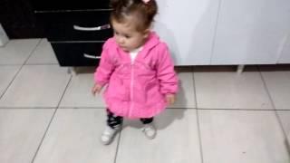 Melina dançando despacitho (com um aninhoo)