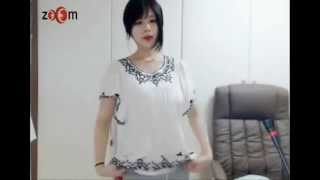 Hot girl Korean dance webcam width=