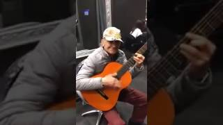 Música de faroeste improvisada no violão