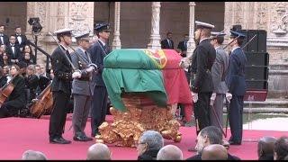 Flores, lágrimas e aplausos na última e emotiva homenagem a Mário Soares