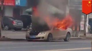 Il regarde sa Bentley de $750,000, garé dans la rue, partir en fumée.