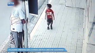 Criança de 2 anos foge da creche e caminha sozinha pela rua