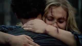 Bellarke Scenes (94) BELLAMY AND CLARKE HUG [THE 100 S02E05]