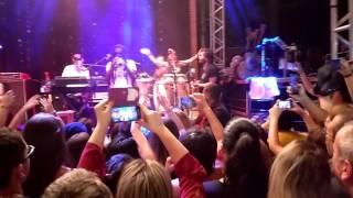 Armandinho em Gravataí - RS entrada no palco (a ilha)