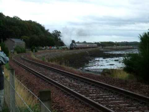 Forth Circle SRPS, 60009 Union of South Africa passes Culross 1209hrs 23-08-2009