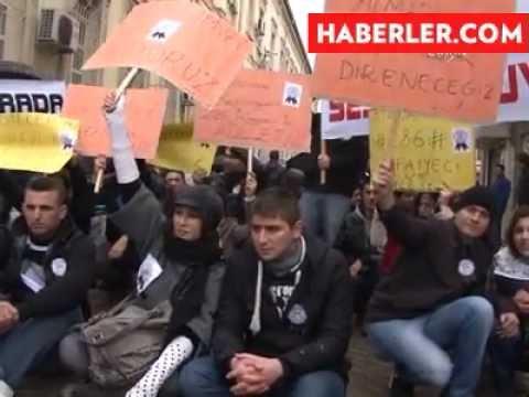 İzmir Büyükşehir'in Atamadığı İtfaiyeciler Yağmur Altında Eylem Yaptı