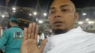 ketua ps Aceh doa di depan Ka'bah pada umrah perdana ,utk Pejuang subuh + solid  & go internasional