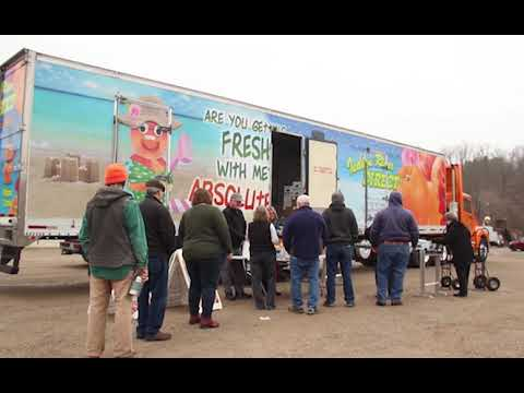 Dan Kittrel, the owner of Indian River Direct, brought a pop-up semi-truck to Nelsonville, OH, that carried loads of citrus fruits from Florida on Tuesday, Jan. 28, 2020.  Video/Editing by Kayla McLeod  Visit our website: https://www.thepostathens.com/   Find us on social media:  Instagram: https://www.instagram.com/thepostathens/  Twitter: https://twitter.com/ThePost  Facebook: https://www.facebook.com/ThePostAthens