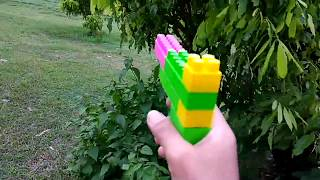 Menyusun dan bermain tembak-tembakan LEGO di SAWAH