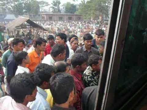 Bangladesh: Passengers of two buses dispute バングラデシュの口論