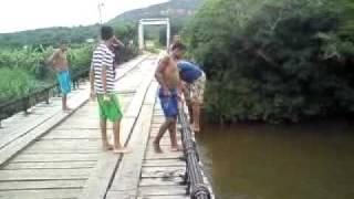 Sambaiba MA pulando da ponte