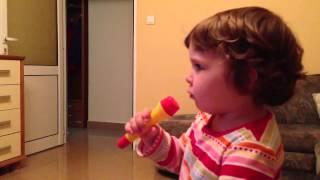 """Дара пее """"Мила моя мамо"""""""