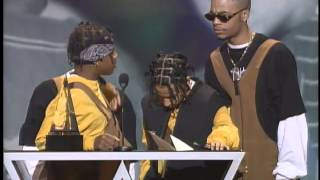 Kris Kross Wins Rap/Hip Hop New Artist -- AMA 1993