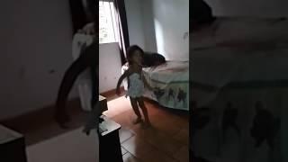 Dora dançando