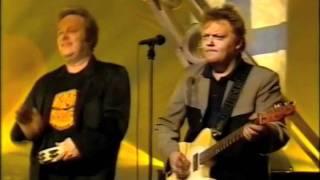 Agents & Pate Mustajärvi - Bensaa suonissa (Live)